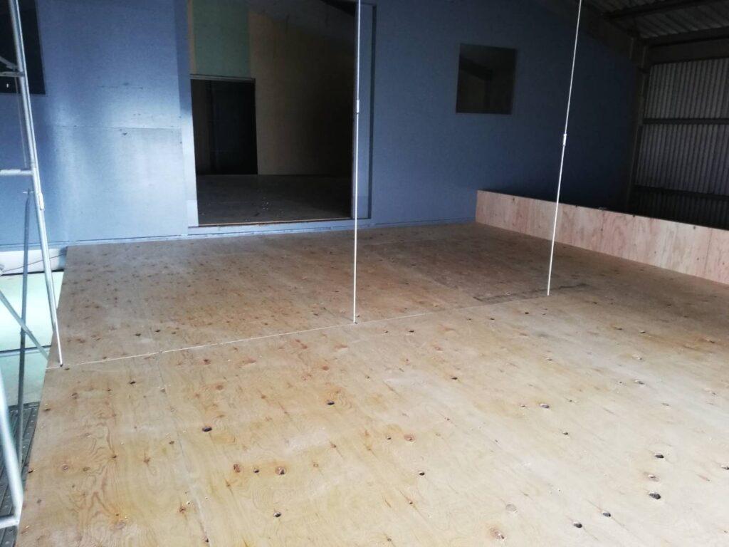 倉庫床組み工事